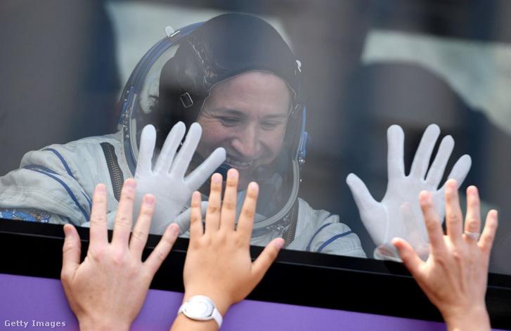 A Nemzetközi Űrállomásra induló Serena Auñón-Chancellor Bajkonurban 2018. június 6-án