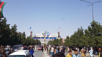 Több mint huszonhat magyar rekedt Kabulban, erősítette meg a külügyminisztérium