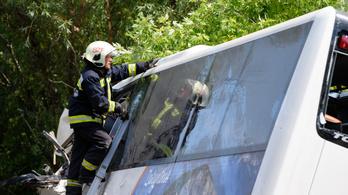 Traumakutató az Indexnek: Nehéz hetek várnak a buszbaleset túlélőire