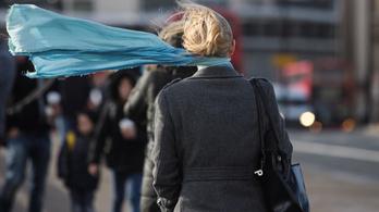 Kiadták a figyelmeztetést, hat megyében tovább tombol a vihar