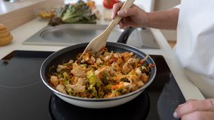 Gyors, zöldséges csirkeragu – egy nagy adag vargányát se hagyj ki belőle!