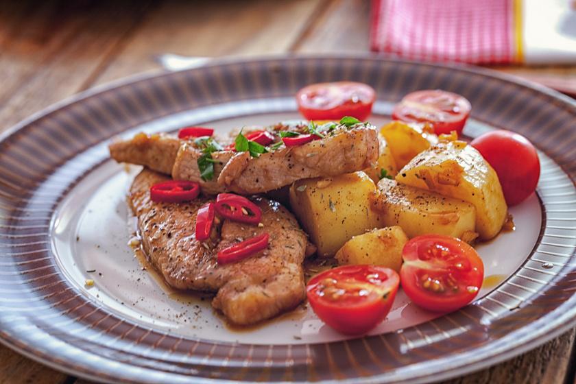 Mézes-mustáros sertésszelet: tepsiben és grillen is sütheted