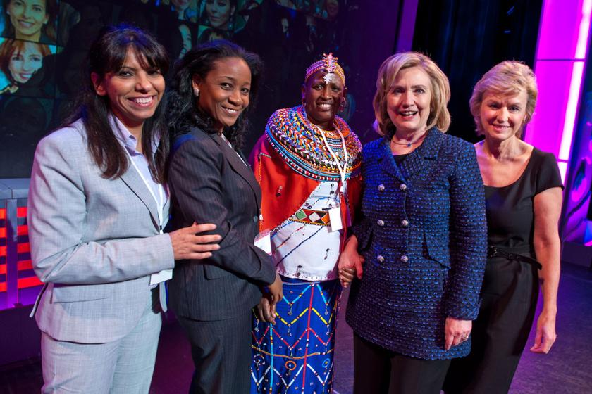 Wajeha H. Al-Huwaider, Phellicia Dell, Rebecca Lolosoli, Hillary Clinton és Tina Brown 2011-ben.
