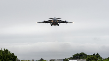 Grúzokat és hollandokat mentett ki Kabulból a magyar felségjelzésű NATO-gép