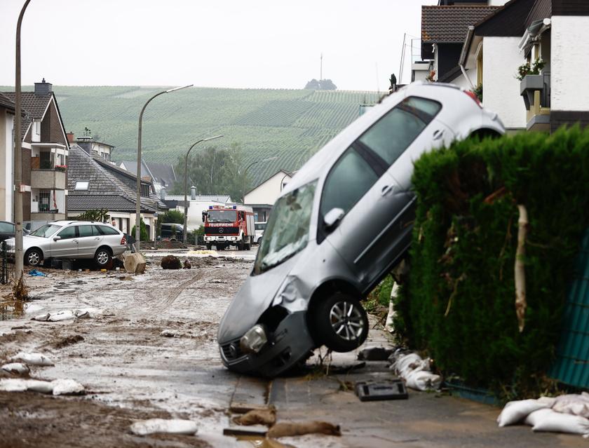 Példátlan özönvíz sújtotta Németország északi tartományait és Belgiumot, Rajna-vidék-Pfalzot és Észak-Rajna-Vesztfáliát, a katasztrófa csaknem 200 áldozattal járt, de még sokakat eltűntként tartanak nyilván.