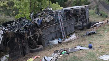 Sok a tévhit az M7-esen történt busztragédia kapcsán