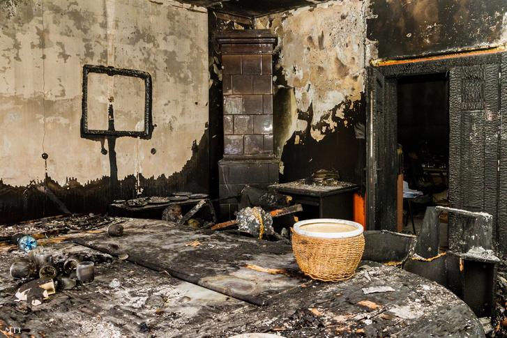 A Kárpátaljai Magyar Kulturális Szövetség (KMKSZ) kiégett központi irodája, amelyet ismeretlenek felgyújtották Ungvár belvárosában 2018. február 27-én hajnalban. Az elkövetők betörték a székház egyik ablakát, és robbanószerkezetet vagy gyújtópalackot dobtak az épületbe