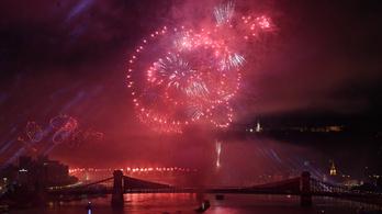 Több mint 700 ezren nézték a tűzijátékot