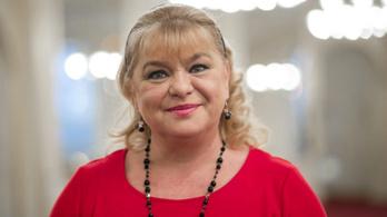 Oszvald Marika abbahagyja a cigánykerekezést