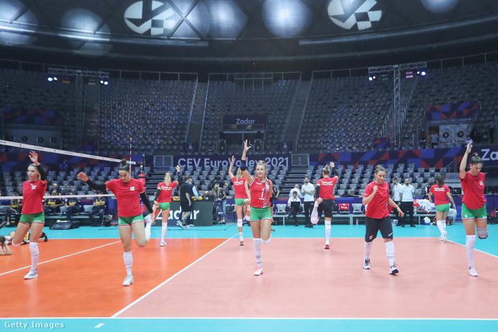 Melegít a meccs előtt a magyar válogatott
