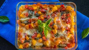 Mediterrán sült zöldségek halloumival - egy nagy adag tzatziki mellett tálald!