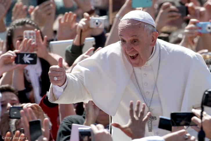 Ferenc pápa a húsvéti misén a Szent Péter téren 2014. április 20-án