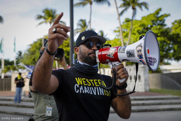 Henry Tarriot ellentüntet egy Black Lives Matter eseményen 2021 május 25-én
