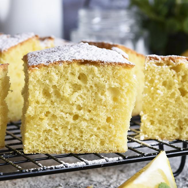 Pillekönnyű, illatos citromos sütemény: kefirrel készül a puha tészta