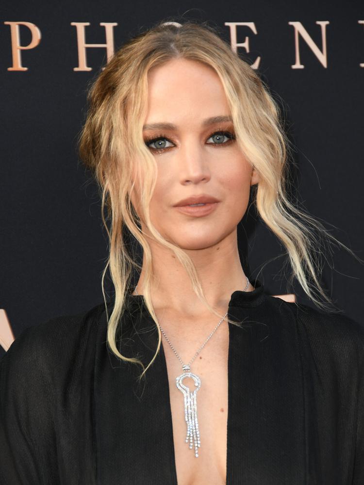 Az Oscar-díjas színésznő, Jennifer Lawrence nem tagadja, nem érdekli különösebben, hol intézi a dolgát