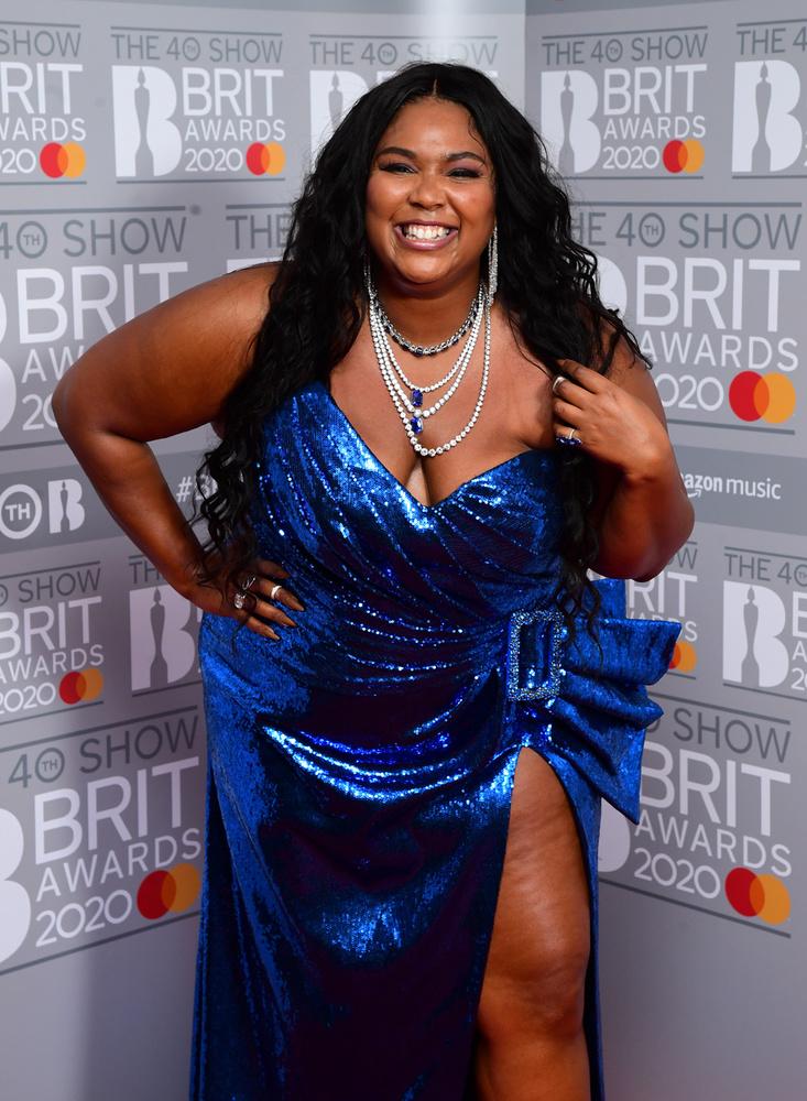 Nemrégiben a 33 éves énekesnőről, Lizzóról is kiderült, hogy esze ágában sincs dezodort használni