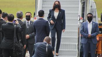 Potenciális biztonsági fenyegetés miatt késve érkezett Vietnámba az amerikai alelnök