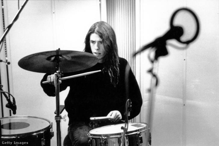 Dave Grohl, a Foo Fighters frontembere a Nirvana dobosaként 1991 november 25-én
