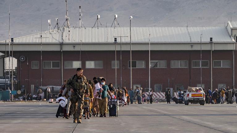 Újabb afgánok érkeztek Magyarországra, köztük több mint száz gyerek