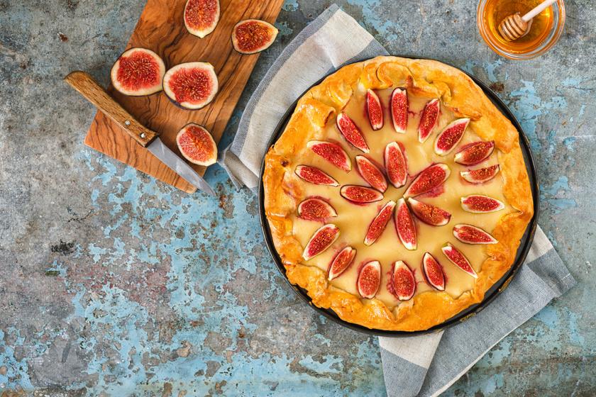 Abbahagyhatatlanul finom, pudingos, fügés pite hajtogatva: a bevált omlós tészta tökéletes alap