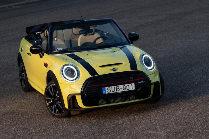 Nagyon jól áll neki a sárga-fekete színkombináció, van kék, piros és zöld Cabrio is a fekete, fehér és szürke mellett
