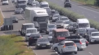 Videó: Tömeges szabályszegést filmeztek le az M1-es és az M3-as autópályán