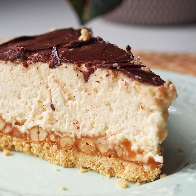 Mennyei, karamellás mogyorótorta sütés nélkül: olyan, mint a Snickers