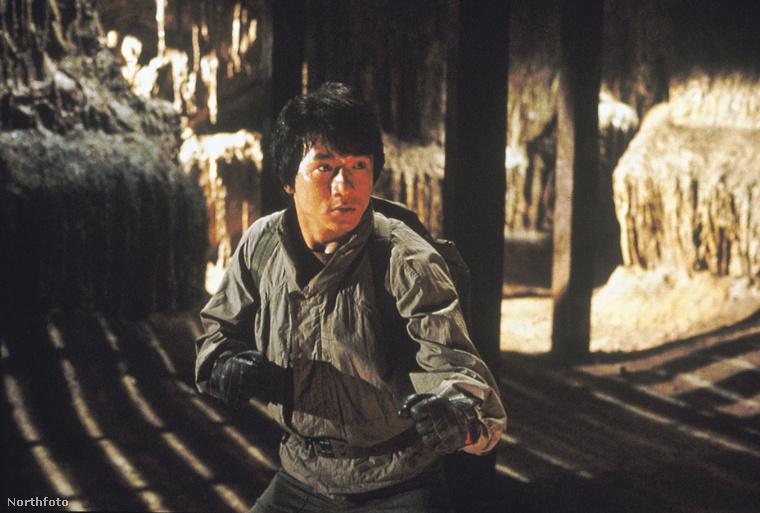 Jackie Chan a Istenek fegyverzete (1986) forgatásán szenvedett koponyasérülést