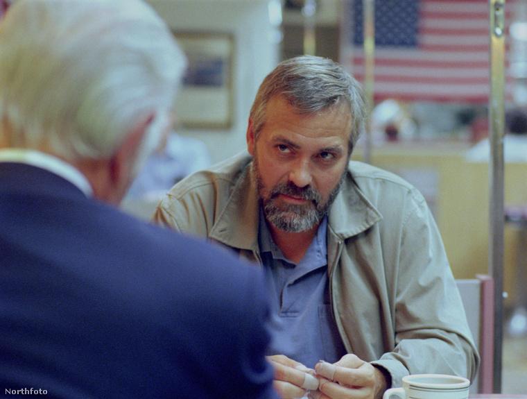 George Clooney a Sziriana (2005) forgatásán kínzás közben lezúgott a székről, melynek következtében súlyosan megsérült a gerince és a feje
