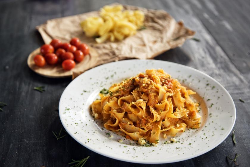 Bolognai ragu eredeti olasz recept alapján: nem csak tésztával lehet kínálni