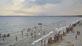 Fehér lett a Fekete-tenger egy része
