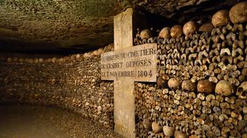 Lemászni a halál párizsi labirintusába