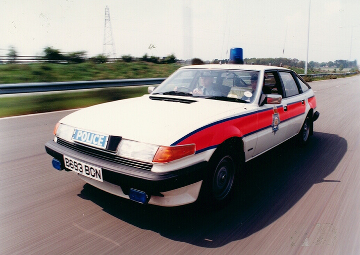 A nyolcvanas évek Nagy-Britanniájának tipikus rendőrautója