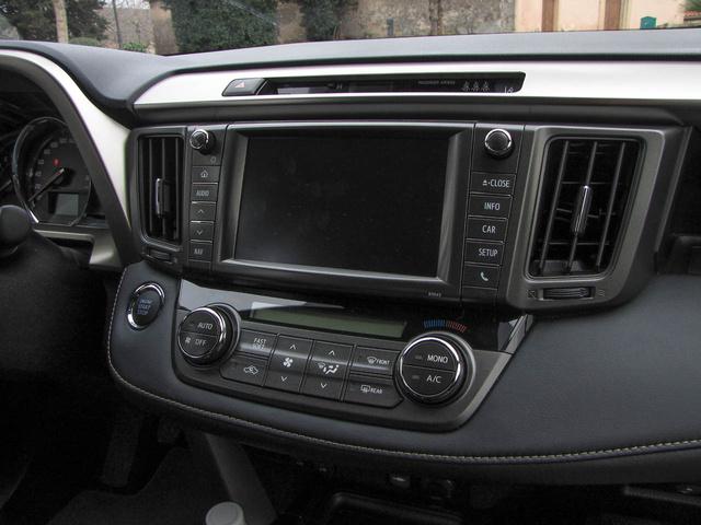 Kétzónás klíma, Toyota Touch Pro multimédia: a legmagasabb felszereltség