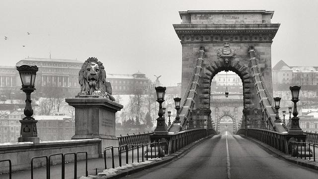 Télen bezzeg üres a híd, lehet haladni