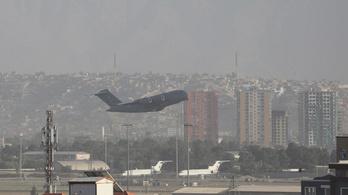 Újabb merényletek jöhetnek, drasztikusan fogy a tömeg a kabuli reptéren