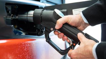 Rossz hír az autósoknak, jövő héten emelkedik az üzemanyagár