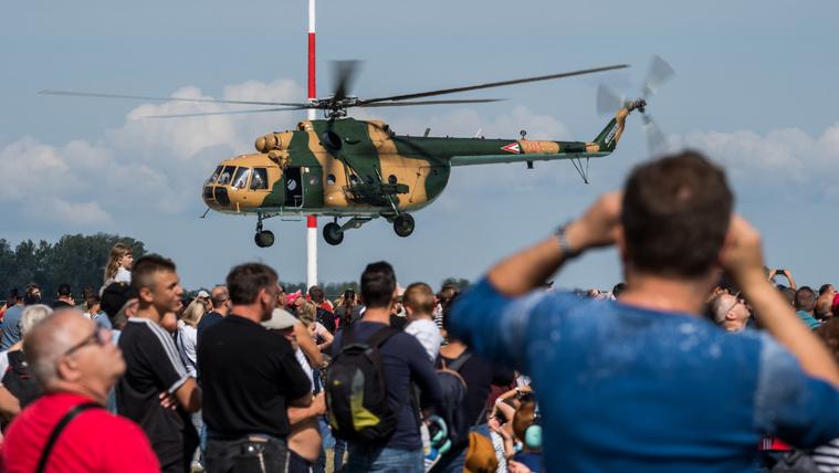 Nem csoda, hogy káosz volt: 120 ezren mentek a repülőnapra