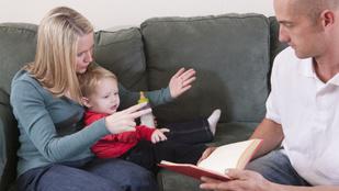 Siket szülők nevelnek halló gyereket: így oldják meg a mindennapi nehézségeket