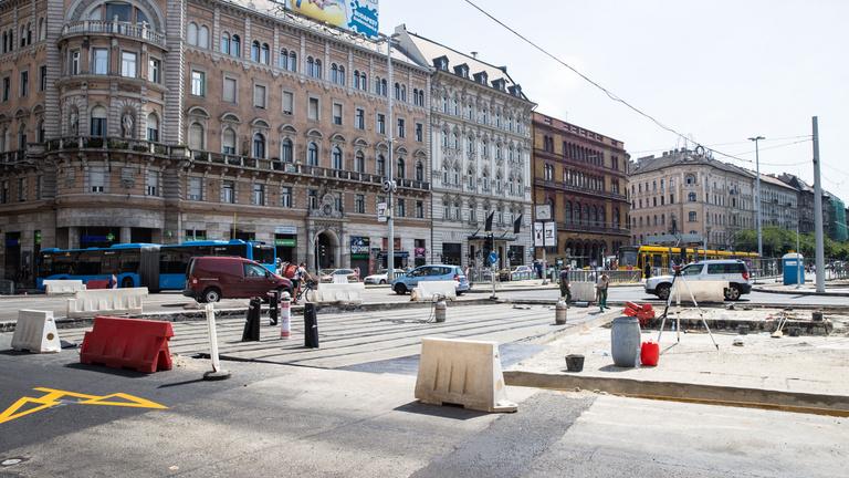 Készüljön, újabb korlátozások a Blaha Lujza tér felújítása miatt