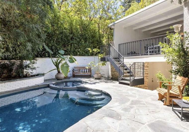 Egyetlen Los Angeles-i rezidencia sem lehet teljes medence nélkül!