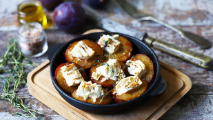 Sült szilva fetával és balzsamecettel
