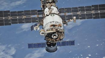 Nagy a baj, újabb repedéseket találtak a Nemzetközi Űrállomáson