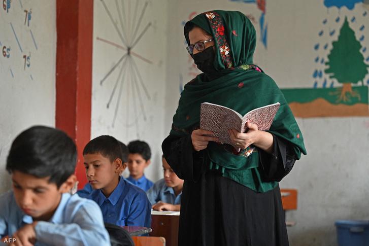 Óra egy kabuli állami iskolában 2021 augusztus 30-án