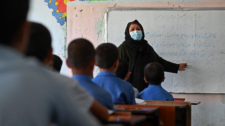 Abrió una escuela y una tienda en Kabul