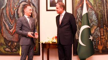 Pakisztán azt kérte a nemzetközi közösségtől, hogy bízzanak a tálibokban