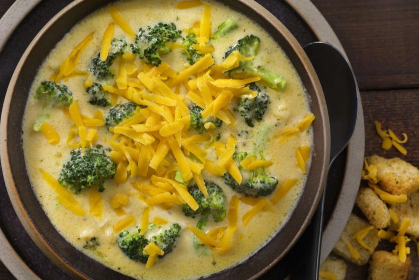 Sűrű, krémes brokkolileves sajttal dúsítva: tartalmas és nagyon finom