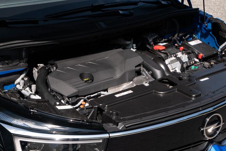 Íme az 1,6-os, turbós benzinmotor