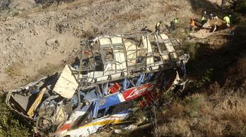 Kétszáz métert zuhanva csapódott a földbe egy busz, legalább 29-en szörnyethaltak