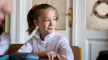 Fakultatív maszkviselés, reménykedő tanárok – becsöngettek az iskolákban